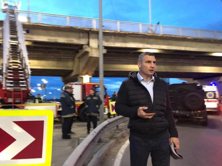 """Кличко поблагодарил полицейских за """"ликвидацию"""" """"подрывника"""" моста Метро"""