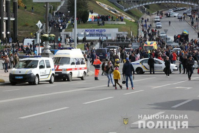 """Протест против подписания """"формулы Штайнмайера"""" прошел в Киеве мирно"""