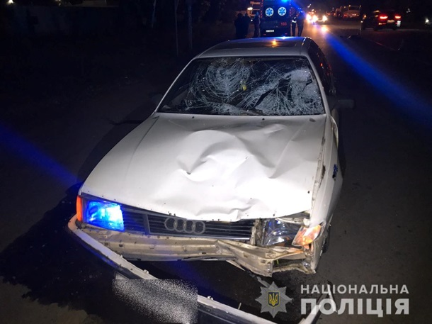 Под Киевом авто насмерть сбило сестер-близняшек