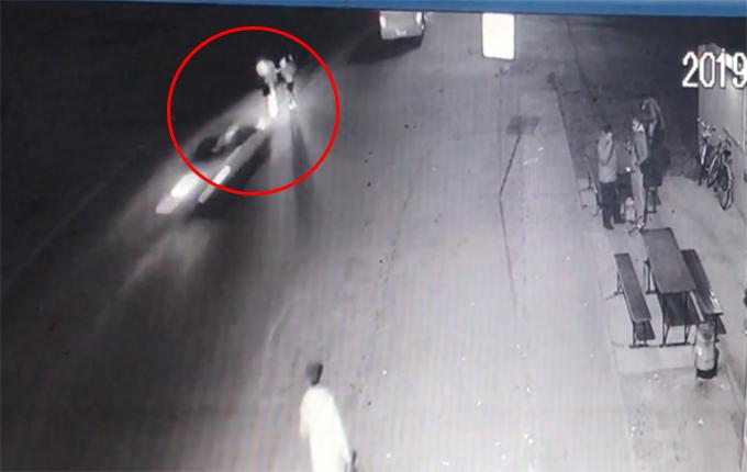 Полиция оправдывает водителя, который насмерть сбил сестер-близняшек