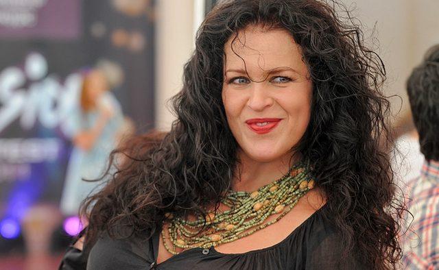 В Киеве цыгане напали на известную актрису и телеведущую
