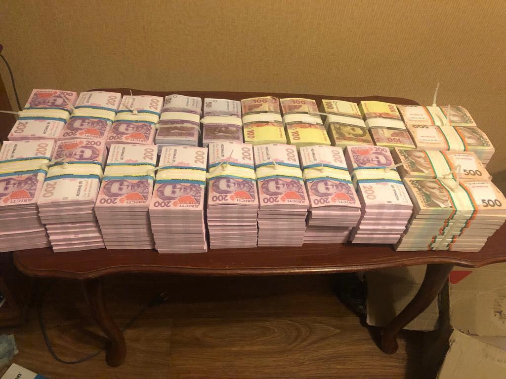 Киевлянин пытался обменять доллары на фантики