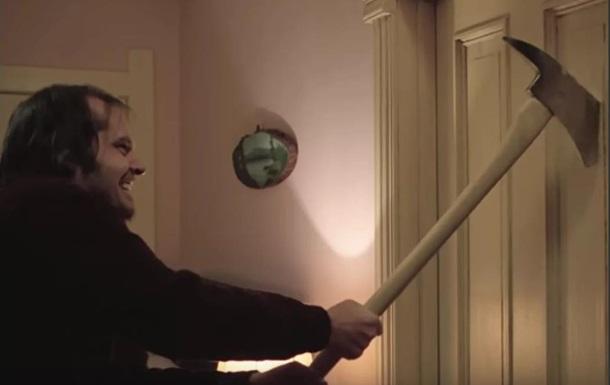 В Киеве мужчина с топором изувечил соседскую дверь из-за громкой музыки