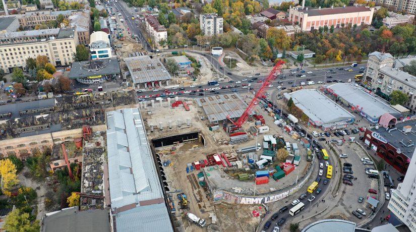 Над проспектом Победы установили Шулявский мост