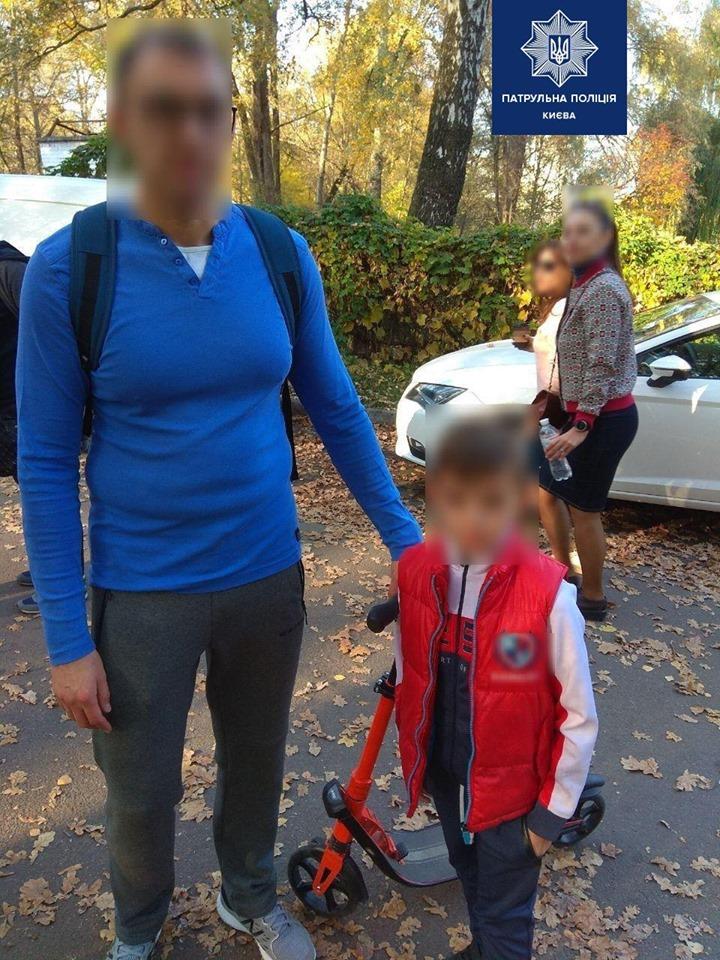 В Киеве отец потерял своего ребенка на самокате