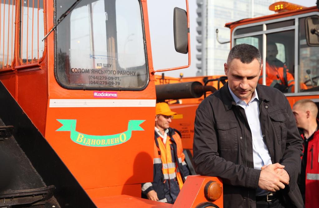 Кличко пообещал увеличить зарплаты коммунальным автодорожникам