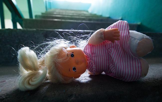 В Киеве мужчина развращал ребенка, купая его в ванной