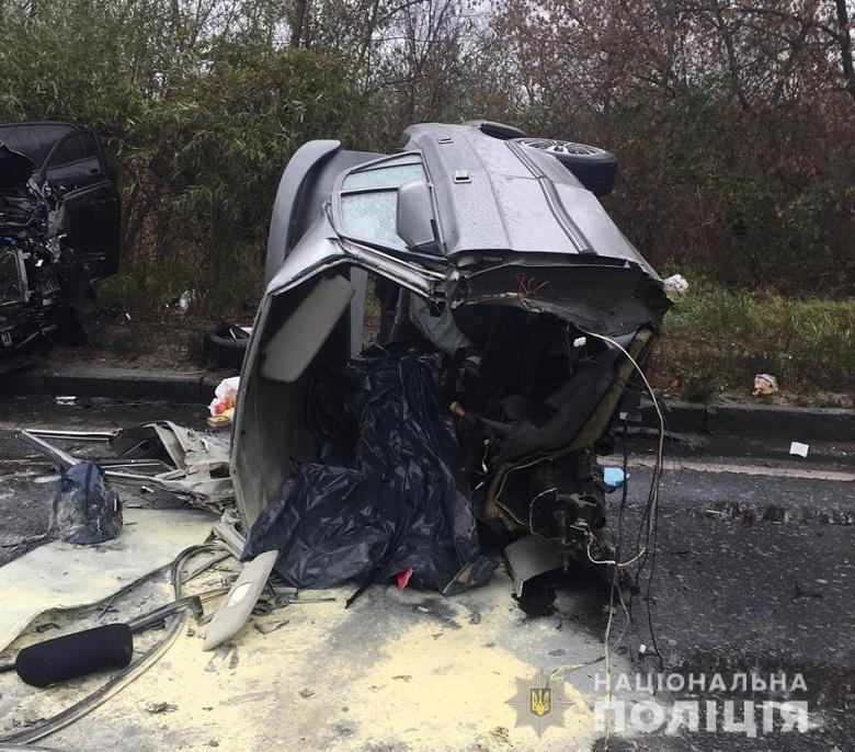 Смертельное ДТП в Киеве: автомобиль разорвало напополам