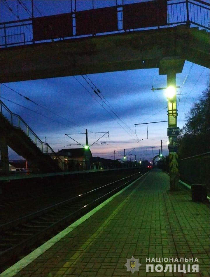 Под Киевом подросток получил ужасные травмы на ж/д вокзале