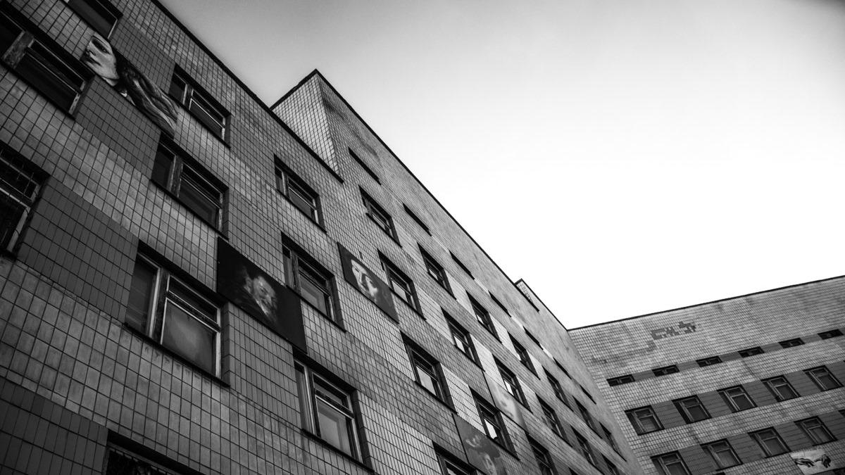 Из психиатрической больницы из окна выпрыгнули три подростка