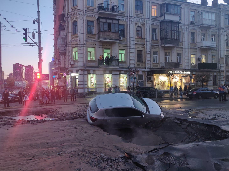 В центре Киева масштабная авария - прорвало трубопровод