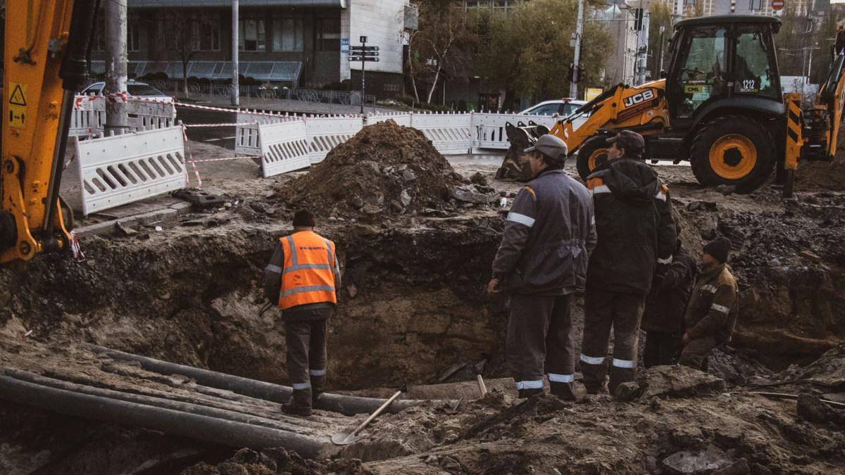 Аварии на трубопроводах, как в центре Киева, могут случиться где угодно