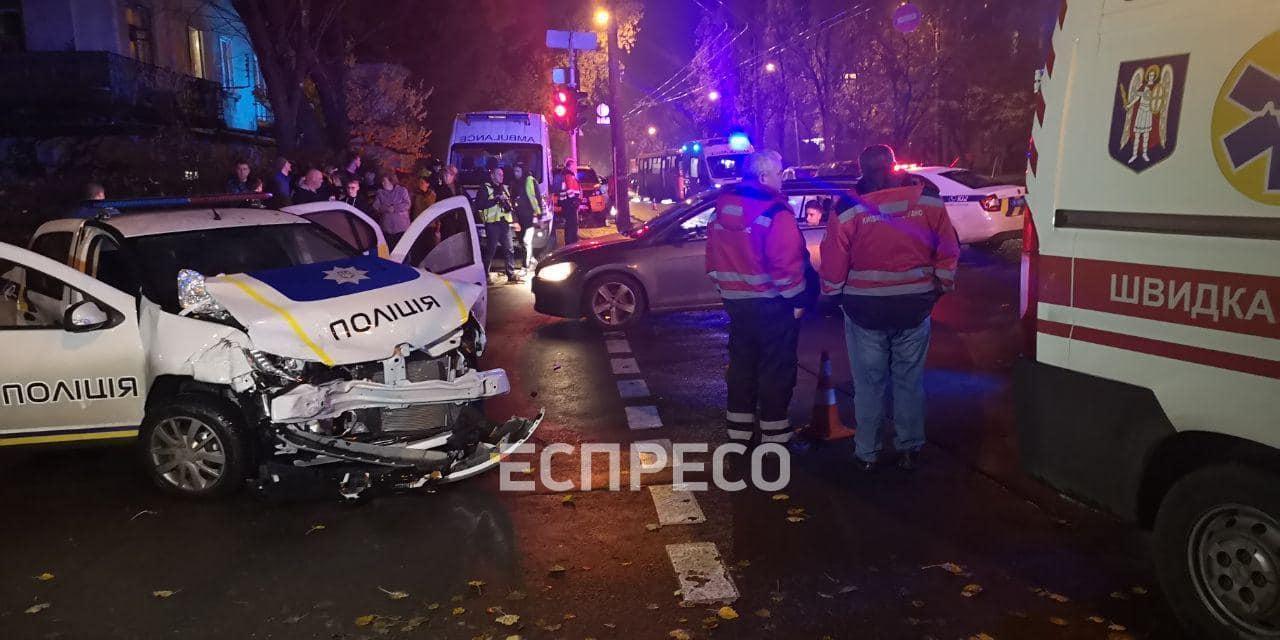 В Киеве патрульные полицейские попали в серьезное ДТП
