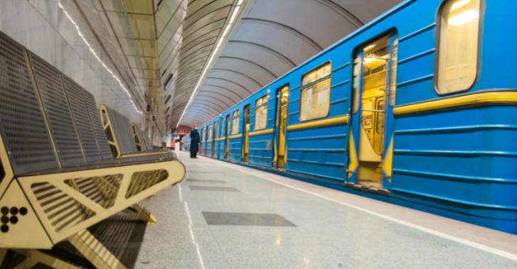В киевском метро вводят новые правила: будут впускать не всех пассажиров