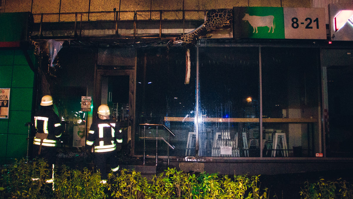 В Киеве неизвестные сожгли молочный магазин
