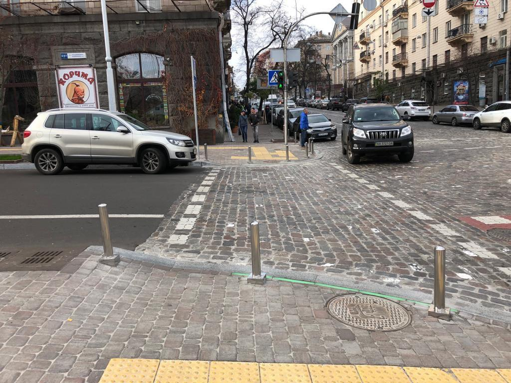 В центре Киева появились LED-камни