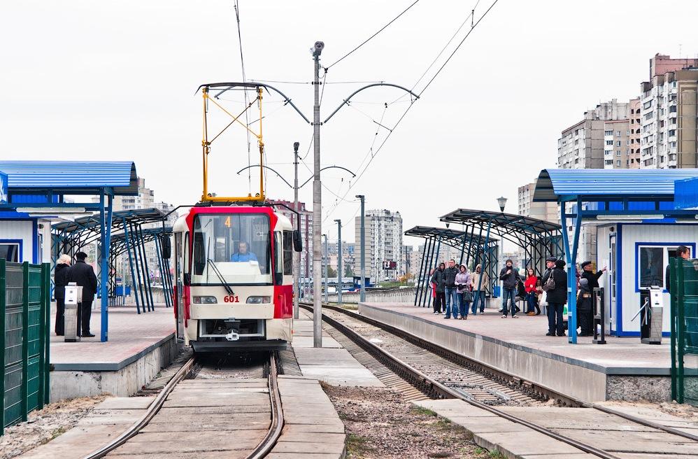 На Троещине реконструируют трамвайную линию