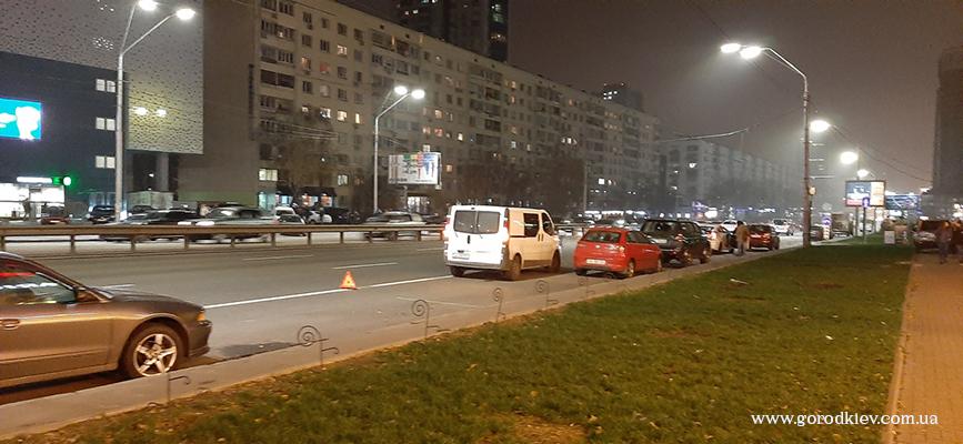 Возле КПИ произошло ДТП с участием маршрутки