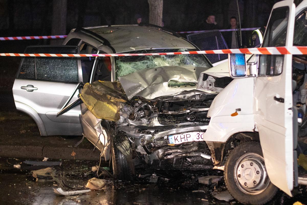 Ночью в Киеве произошло ДТП, в котором погибли молодые парни