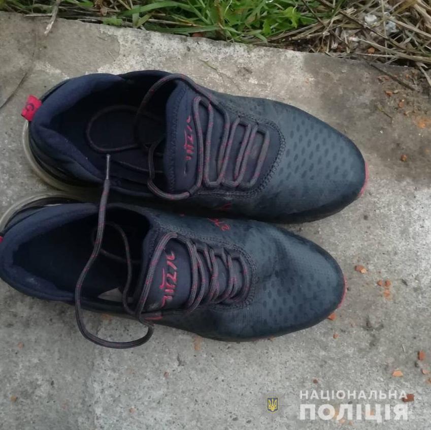 На Киевщине парень лишился обуви из-за сигарет