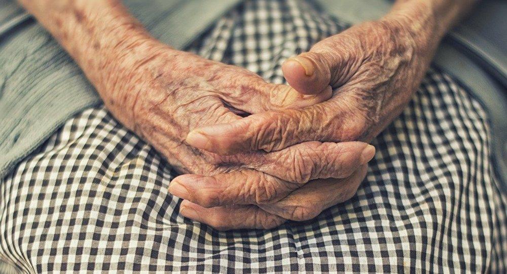 Киевлянин обокрал бабушку, которая пыталась спасти своего сына