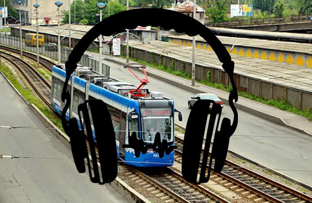 В Киеве школьница в наушниках попала под трамвай