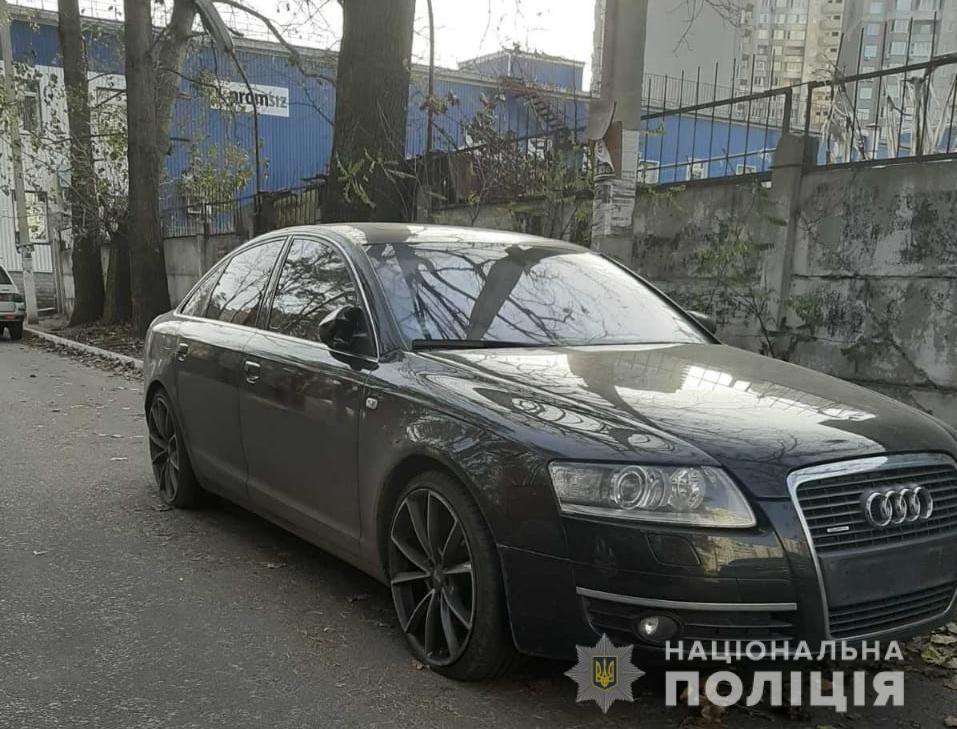 Под Киевом мужчины повредили машины из-за нехватки алкоголя