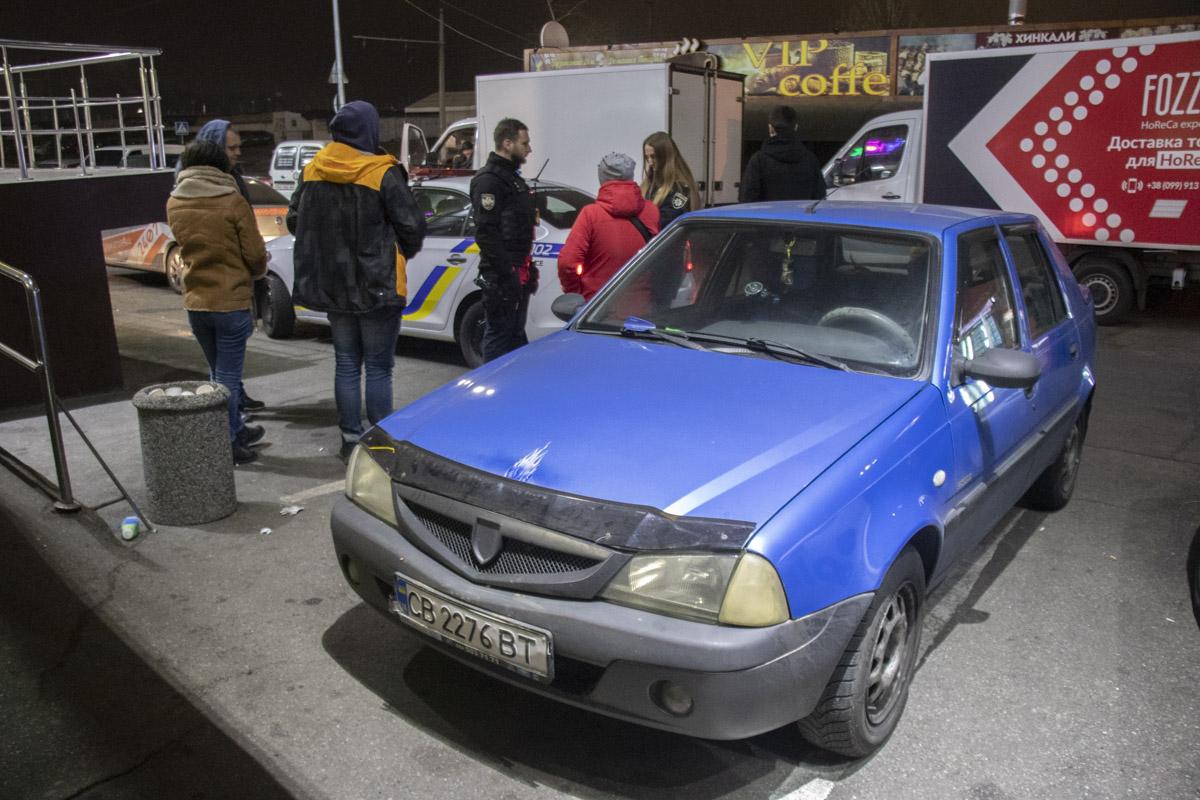 В Киеве пьяная женщина-водитель подбросила копам взятку