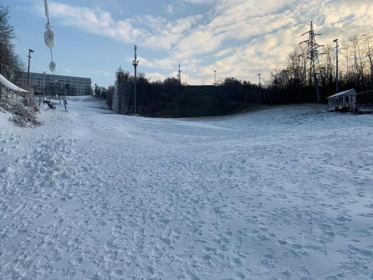 В Протасовом Яру выпал снег - готовятся к горнолыжному сезону