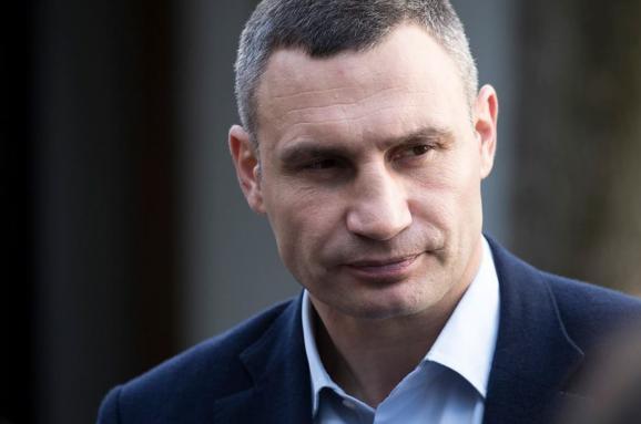 Суд снова отложил иск мэра Киева против правительства Украины
