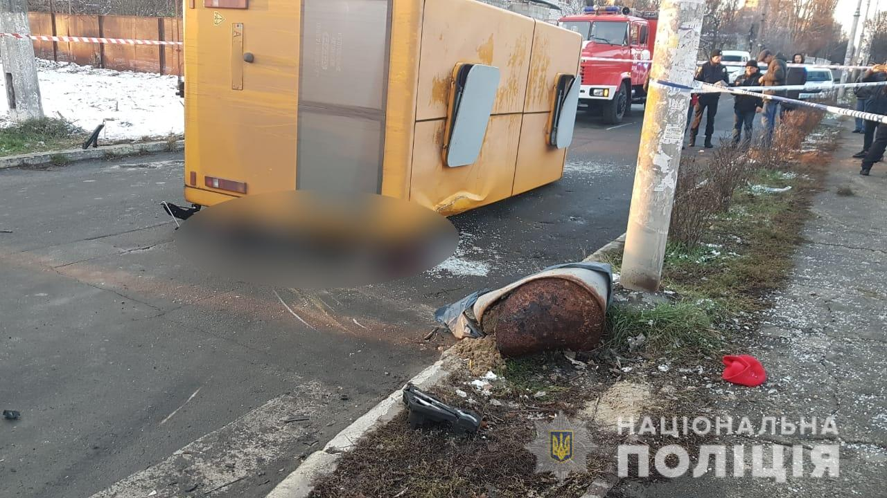Вблизи Киева маршрутка насмерть раздавила двух пассажиров