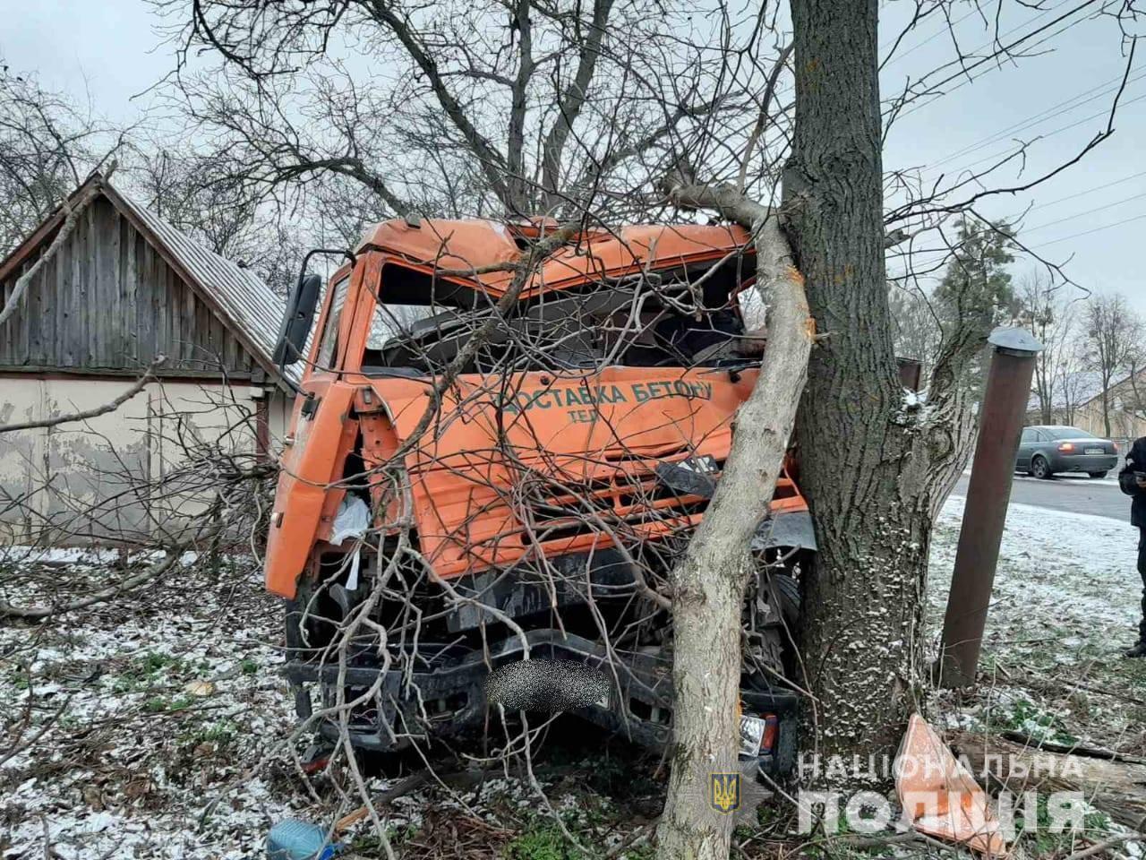 На Киевщине во дворе частного дома погиб водитель бетономешалки