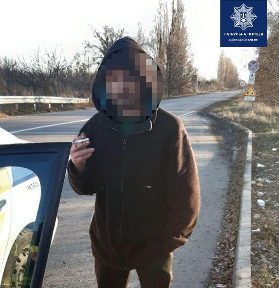 На трассе под Киевом молодой человек вызвал полицейских, чтобы развлечься