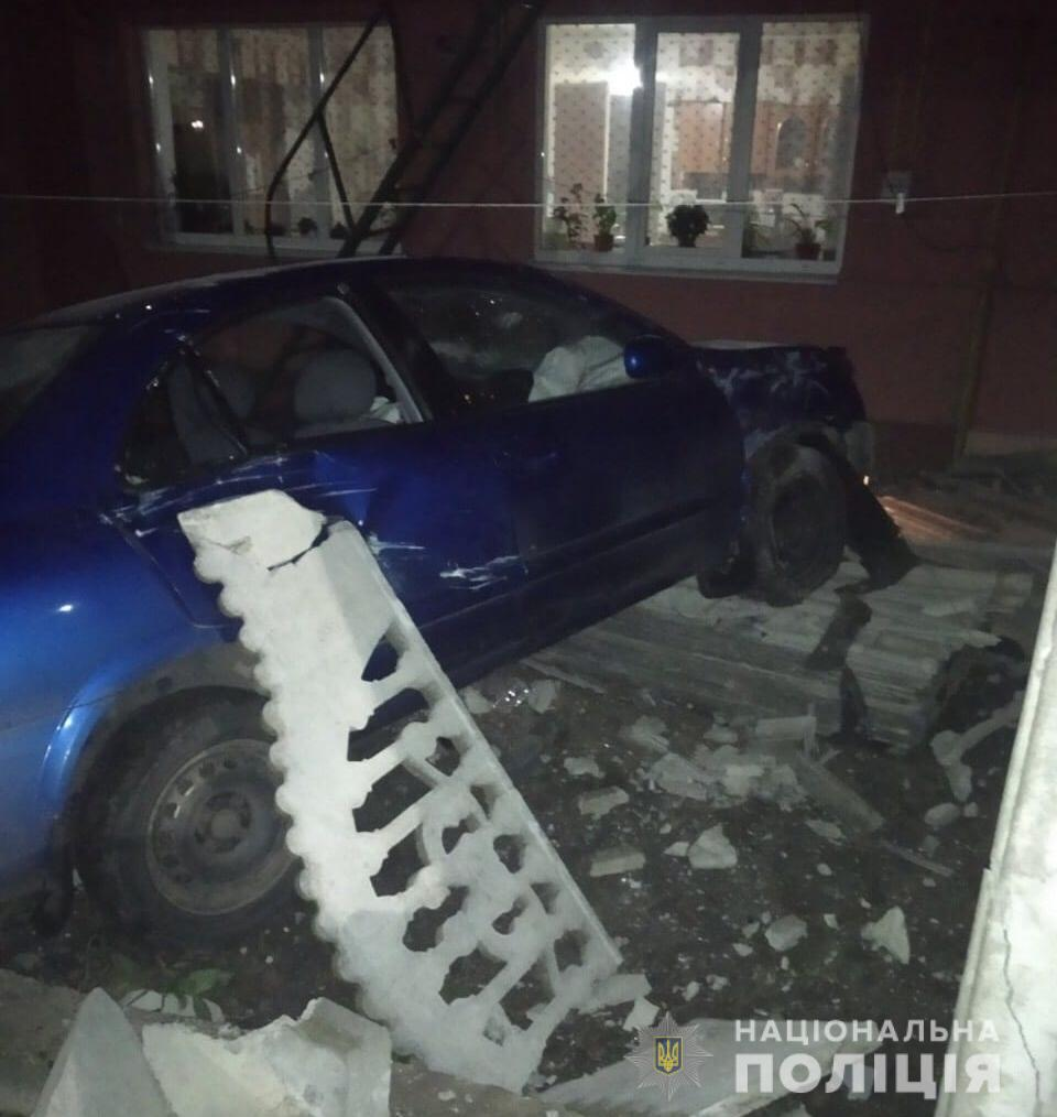 Под Киевом водитель врезался в жилой дом - есть погибший