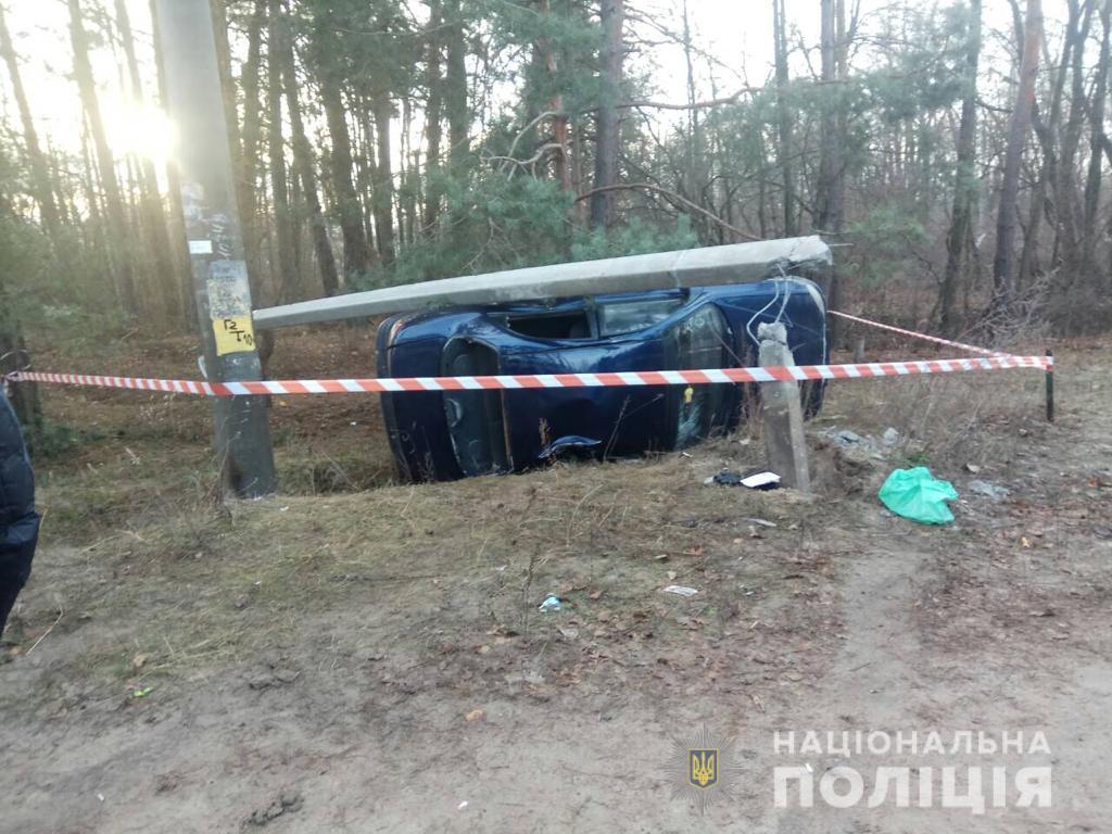 Под Киевом автомобиль сбил маленьких детей на переходе