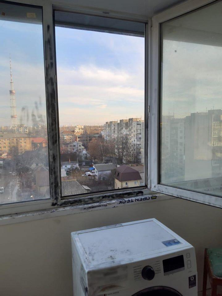 В Киеве школьник спрыгнул со стиральной машины в окно и погиб