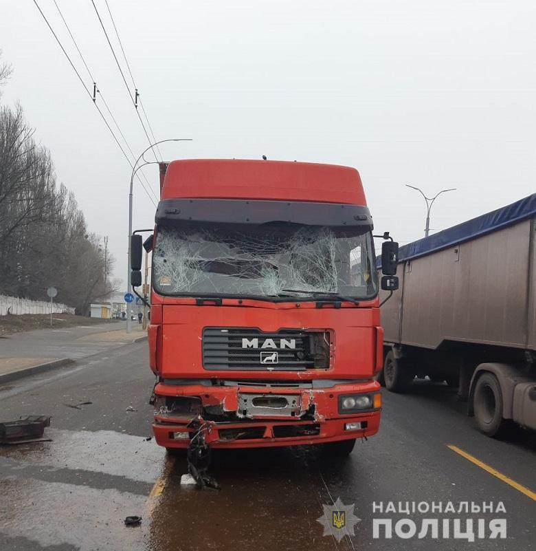 На проспекте Глушкова фура врезалась в маршрутку. Пострадали пять пассажиров