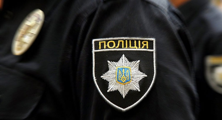 В Киеве 4-летний мальчик вылез на открытый балкон и чуть не погиб