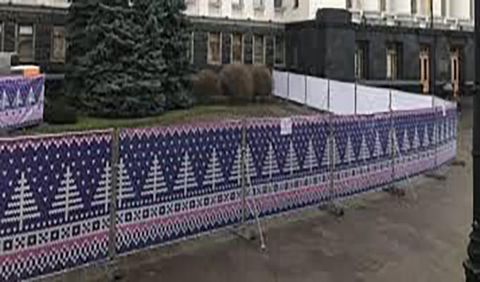 Зеленский открыл возле своего Офиса в Киеве зимний каток