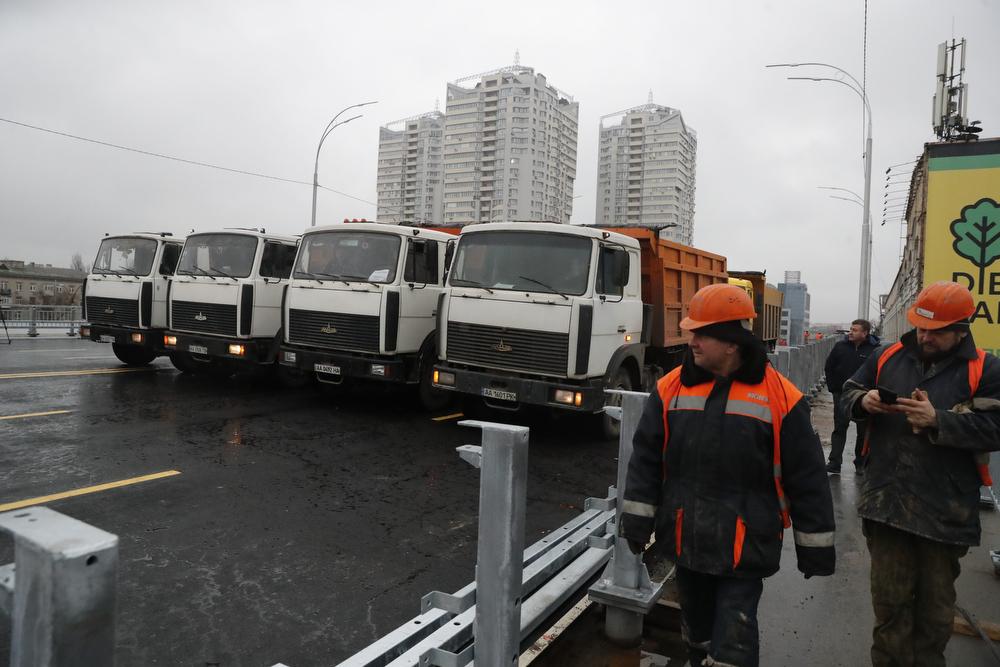 В Киеве на новом Шулявском мосту запустили движение