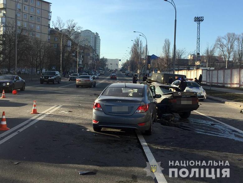 Смертельная авария в центре Киева - столкнулись три авто