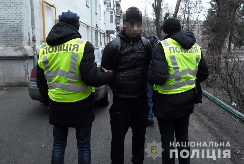 В Киеве полицейские поймали маньяка, который пытался убить 19-летнюю девушку