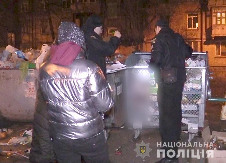 В мусорном баке житель Соломенского района нашел мертвого ребенка