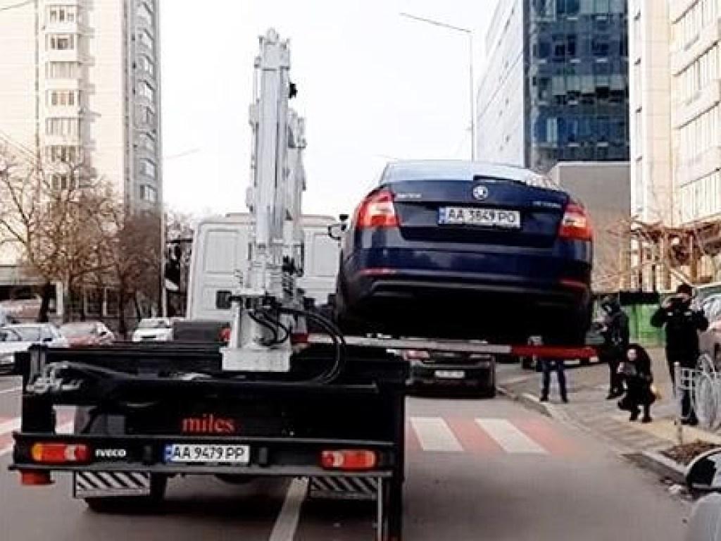 Новые эвакуаторы в Киеве: как вернуть авто?