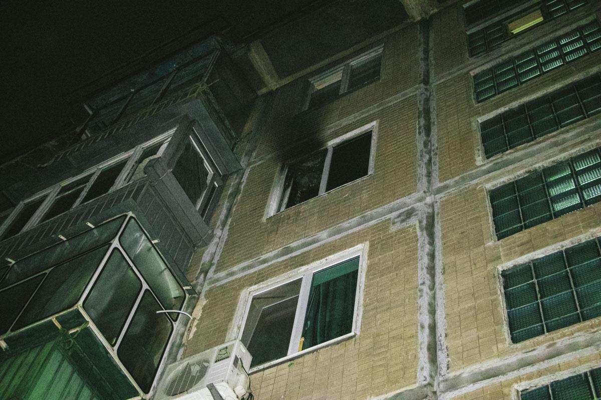 В Киеве мужчина с проблемами устроил скандал в квартире и сгорел на кухне