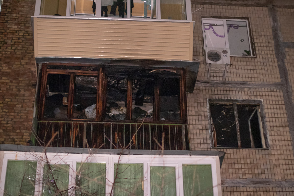 Жительница дома на Отрадном сожгла на костре свою квартиру