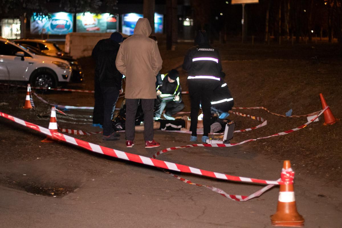 В Киеве поздно вечером жестоко зарезали мужчину