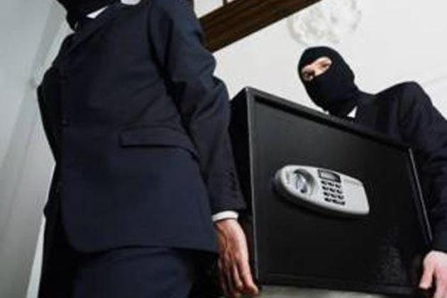 В Киеве мужчина и женщина украли из пункта обмена валют 9 млн. гривен