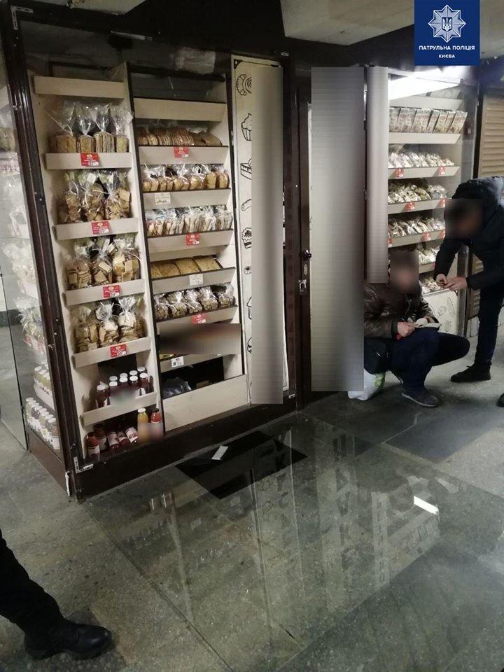 """В Киеве пьяный сладкоежка """"ограбил"""" магазин"""