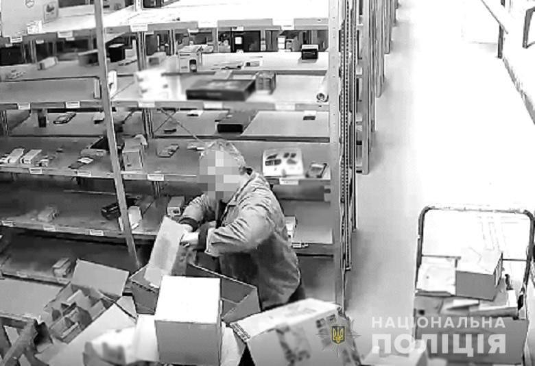 В Киеве работник магазина техники украл гаджеты на сумму 80 000 тысяч грн